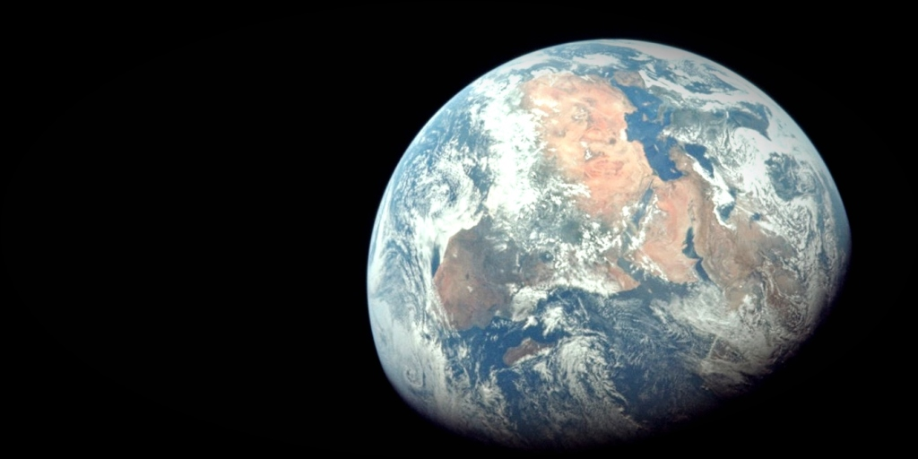 Apollo 11 Earth_cropped